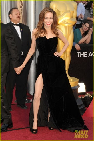 Angelina Jolie right leg Oscars 2012