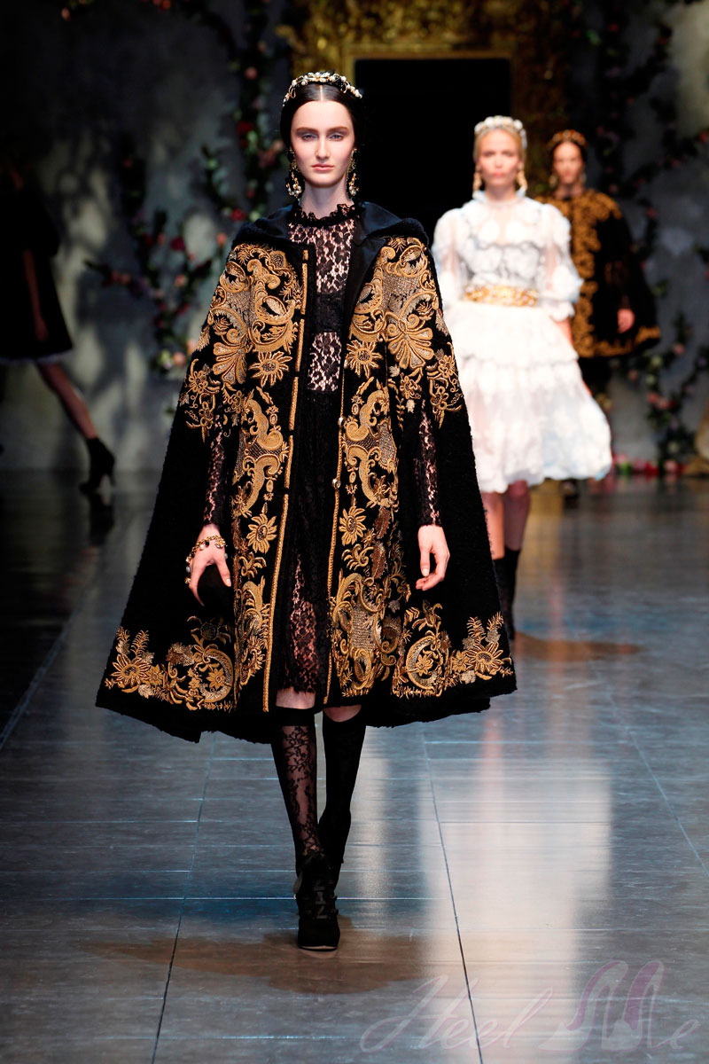 a81677259e Baroque-themed show for Dolce&Gabbana Fall Winter 2013 women's collection.  New cuts, golden embroideries that recall Baroque mirrors and frames.
